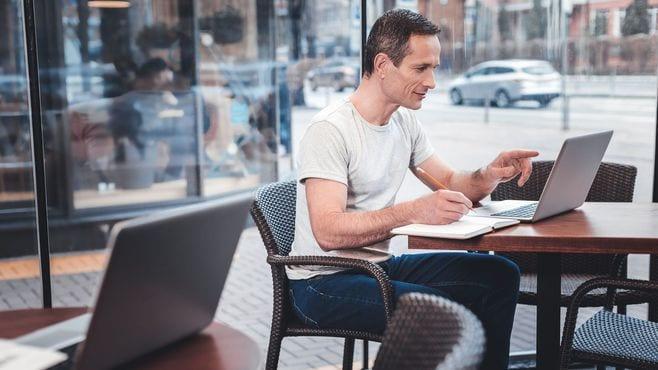 フリーランスと会社員、働き方の根本的な差