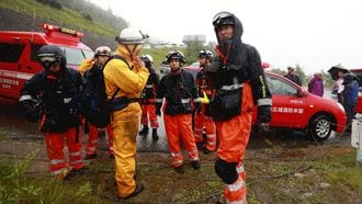 防災ヘリ墜落、2人死亡・6人容体不明・1人捜索