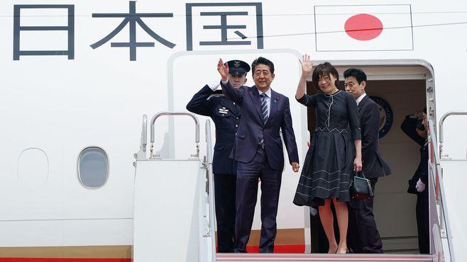 安倍首相、「祝賀てんこ盛り」で政権浮揚の思惑