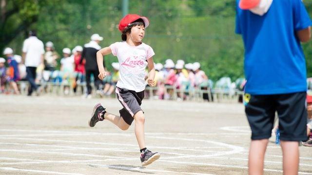 プロサッカー選手の伊東純也氏が、足が速くなる方法を教えます(写真:YsPhoto/PIXTA)