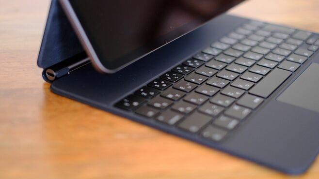 iPadがパソコンに変身「磁石で付くキーボード」