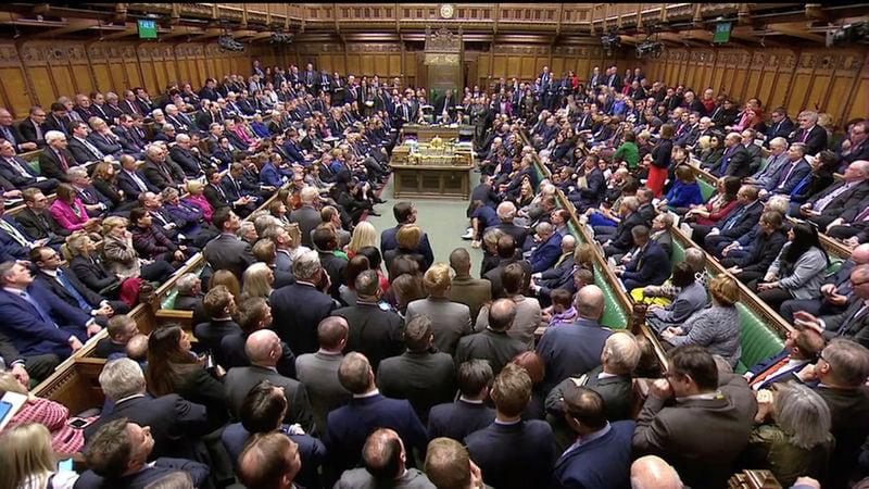 英下院、首相のEU離脱協定案を大...