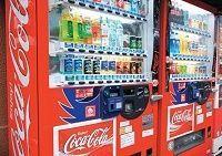 コカ・コーラの苦悩、稼ぎ頭「自販機」が不振