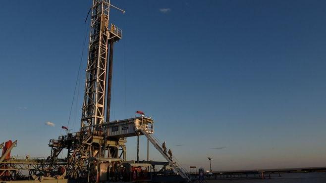 原油価格が年末にかけて一段と上昇するワケ