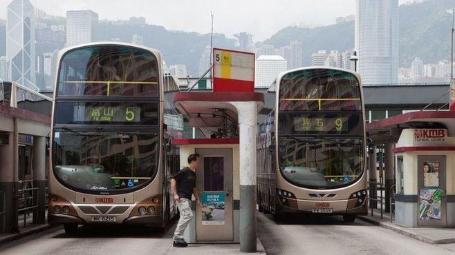 「電車より快適」バスが活躍する香港の通勤事情