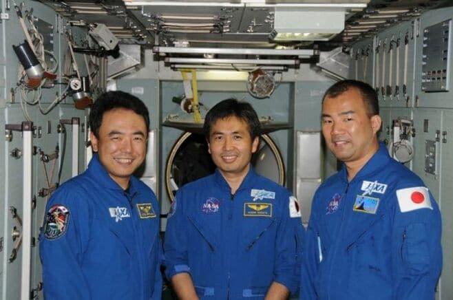 宇宙飛行士の母たちは、子をどう育てたか?