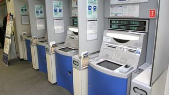 じわじわ値上げ、銀行ATM手数料はどうなるか