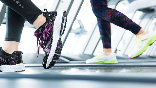走ることでダイエット効果を高めるコツを紹介します(写真:ふじよ/PIXTA)