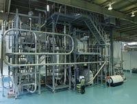 エフピコの日本初の食品用PET再生工場が本格稼働、最新鋭設備備えた中部リサイクルセンターを訪ねる