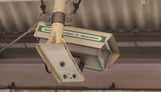 鉄道の防犯カメラ、乗客撮影は合法なのか