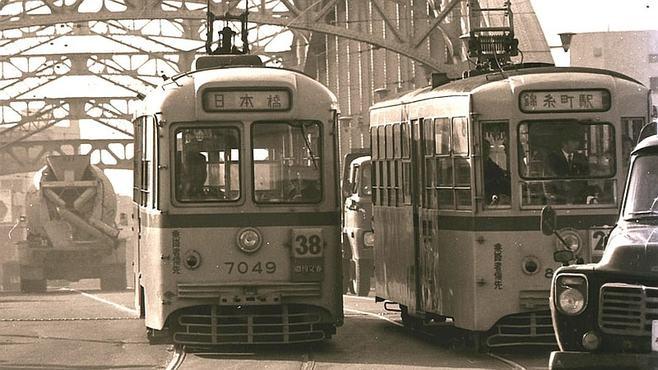 昭和の東京を縦横無尽に走った「都電」の記憶