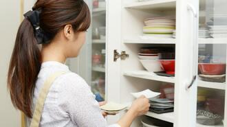家がムダな食器で溢れる人は捨てる基準が緩い