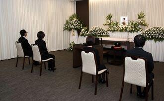 家族の死後に孤立、コロナ禍で変わる「遺族会」