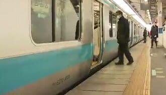 埼玉の転落死、駅員が盲導犬見ても声かけず