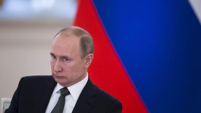 八方塞がりのプーチン、軍拡競争の「代償」