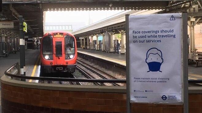 「携帯電話し放題」の英地下鉄、ツバ飛散対策は?