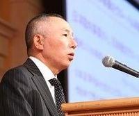 ファーストリテイリング柳井会長兼社長「世界一のアパレル製造小売りに」、ユニクロのグローバル化をあらためて宣言(上)
