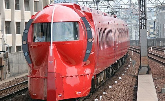 南海電鉄「列車を赤く塗ってシャア専用って謳ったら 乗車率が3倍どころか7倍になってワロタ」