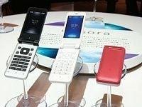携帯電話3社の試行錯誤、デザイン端末、異業種提携&&顧客獲得は頭打ち