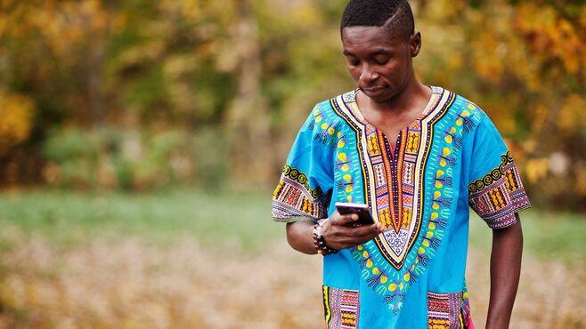 貧困地のアフリカで携帯電話が大繁栄した理由