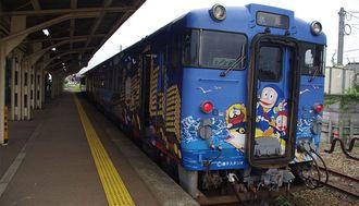 富山の鉄道で「藤子」ワールドを体感!