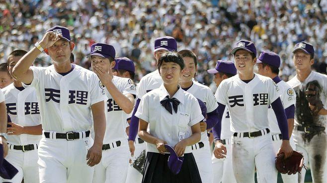 甲子園で進撃、天理は「選手任せ」野球で強い