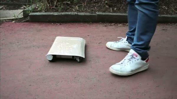 誕生!ノートPCサイズの小型電気自動車