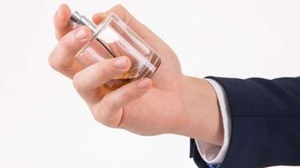 男のための「職場で浮かない」香水活用術