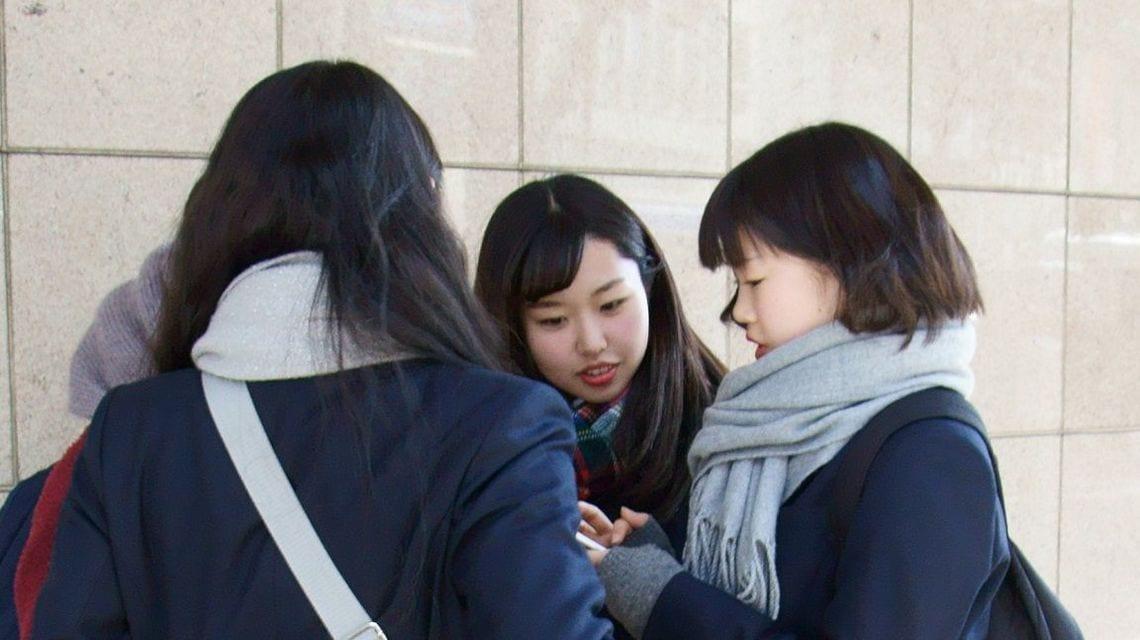e5ed1b0283c 女子高生の間ではInstagram(インスタグラム)のストーリーズが人気急上昇中だ(筆者撮影)