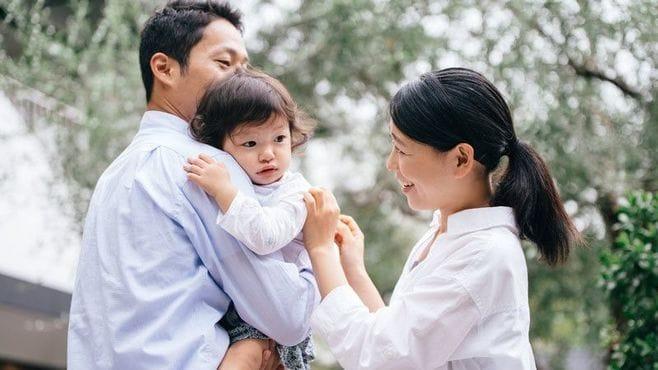 赤ちゃんが3秒で泣き止む!「魔法の抱っこ」