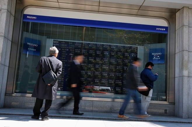 日経平均は3日続伸、終値で2万2000円を回復