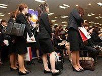 女子学生は男子よりも就職に不利か? 40%超が志望先変更--11年4月新卒学生の追跡調査【映像あり】