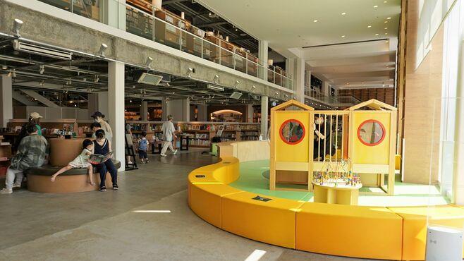代官山とは違う!函館の巨大な「蔦屋書店」の全貌