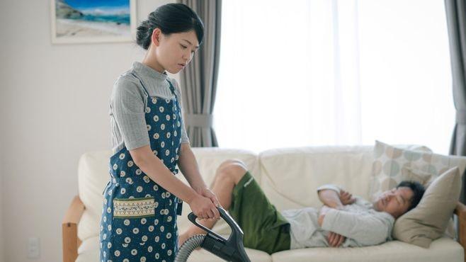 稼ぎが少ない夫が家事を放棄する「深い理由」