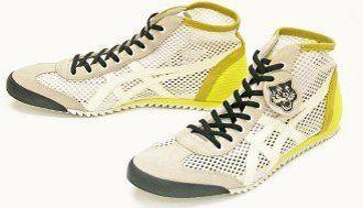 アシックスが伊デザイナーと組み、透ける靴