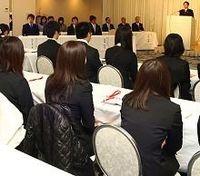初任給を据え置いた企業が94.8%--労務行政研究所が「2012年度 新入社員の初任給調査」を発表
