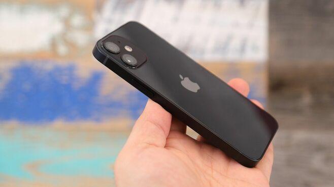 衝撃の小ささ!「iPhone 12 mini」驚きの実力