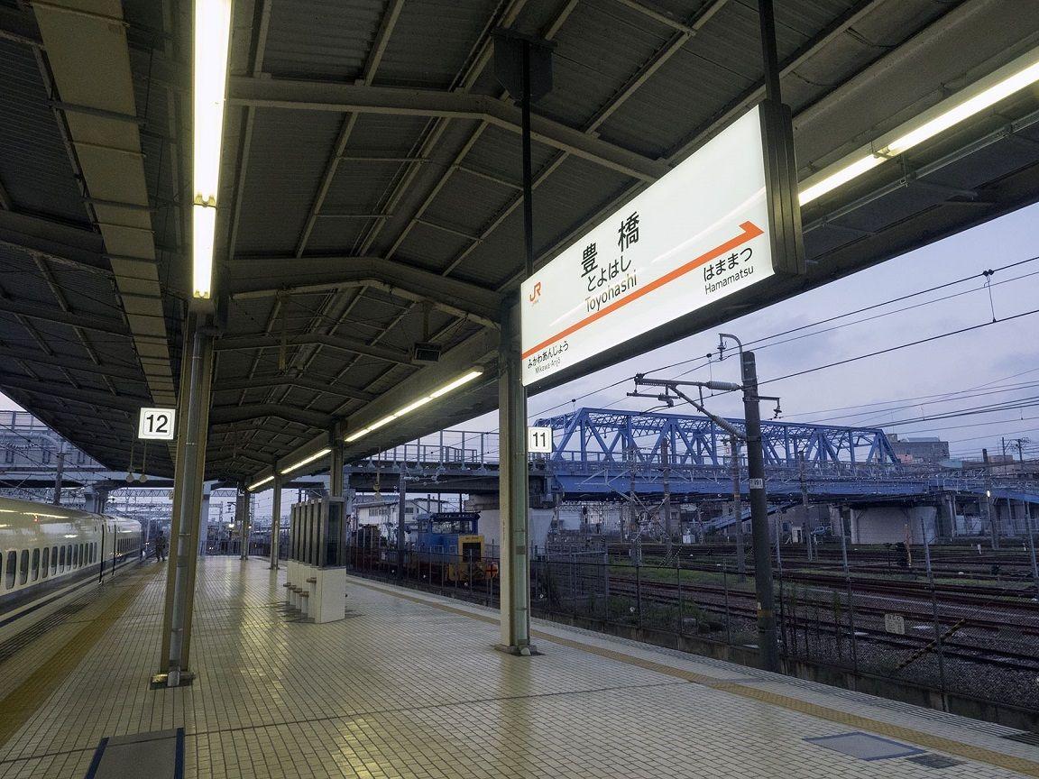 豊橋駅が新幹線で珍しい地上駅に...