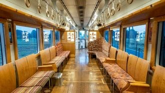 通学客の不満解消、「観光列車」驚きの大変身