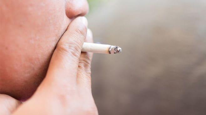 喫煙シーンに成人指定、WHO勧告は行き過ぎか
