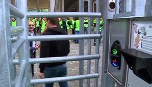 欧州のサッカー場は「静脈認証」が標準に?