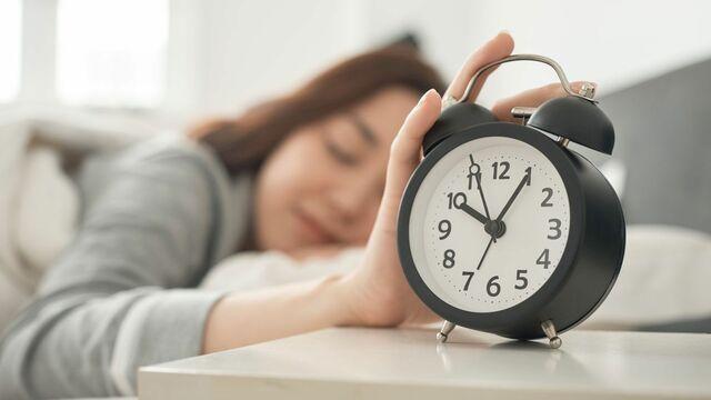 体の不調がなかなかよくならない、そんなときは「体内時計」がズレてしまっているのかもしれません(写真:Fast&Slow/PIXTA)