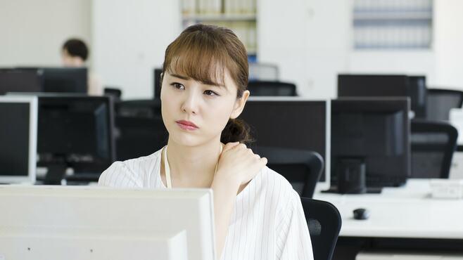 「合わない机」使っている人が感じる思わぬ不調
