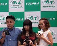 デジカメ全盛にあらがう、富士フイルムが「チェキ」新モデル
