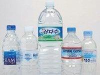 """投げ売りされる輸入水、""""過剰在庫""""で悲鳴"""