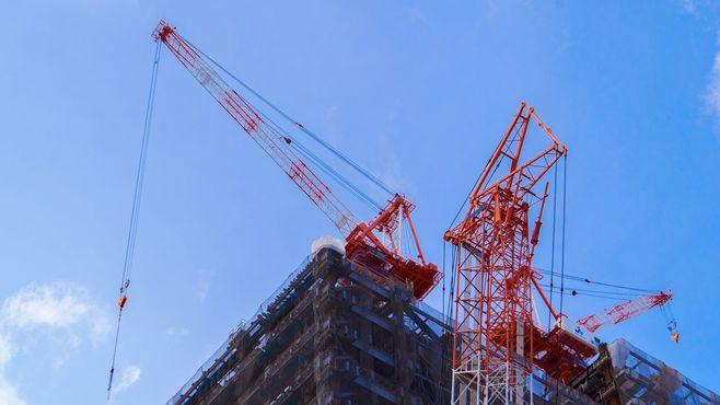 タワークレーンはどうやって屋上に上がるか