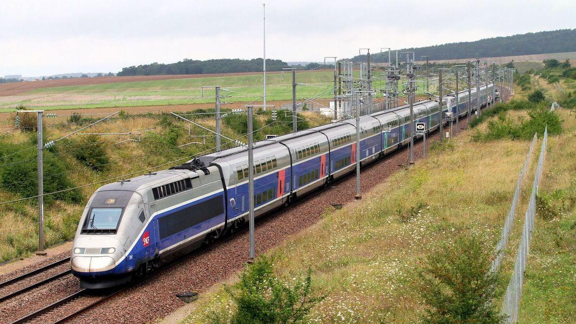 フランスが最新型高速列車を導入...
