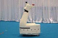 日本精工が盲導犬の代わりとなるロボットを開発、2016年に屋内での実用化目指す