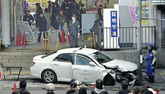 中野駅前歩道タクシー突入、70代男性ら負傷