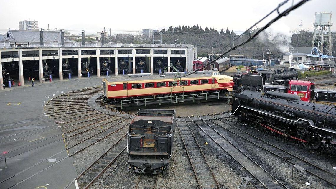 京都鉄道博物館」車両搬入はドラ...